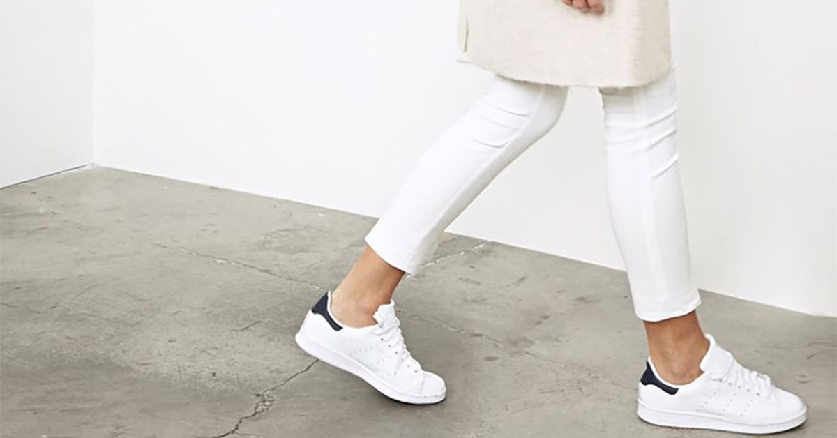 witte schoenen zijn momenteel de trend to be dressed. Black Bedroom Furniture Sets. Home Design Ideas